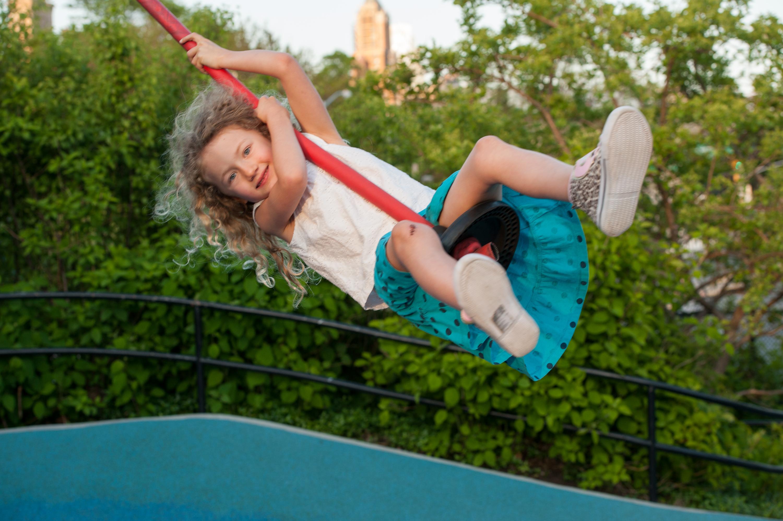 Top 10 spots for kids brooklyn bridge park for Swingvillage
