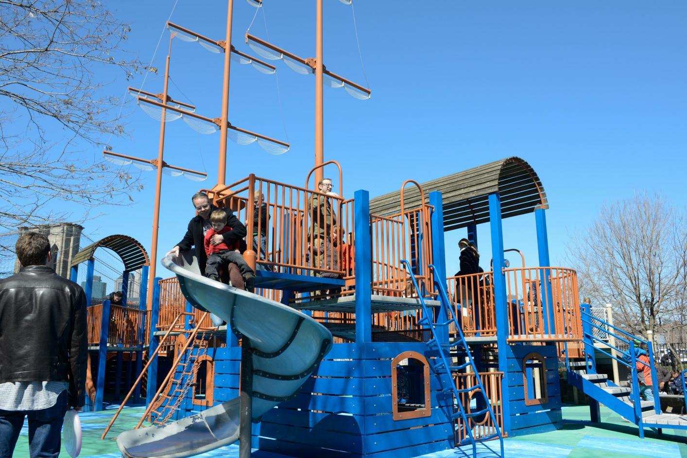 Горки на детских площадках